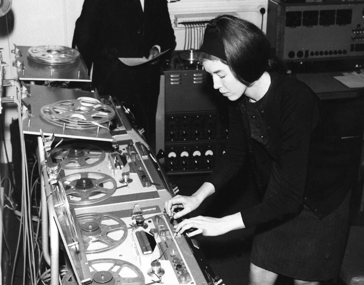 Street In Coventry To Be Named After Delia Derbyshire The Wire New Beat Esp Black Solo