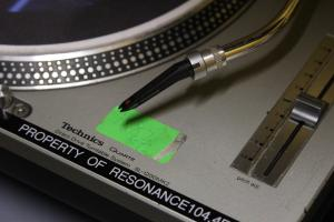 Resonance+FM+turntable