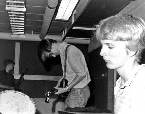 Swissair: Primitive post-punk by Finnish teenagers
