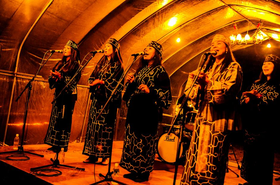 Ainu vocal ensemble Marewrew
