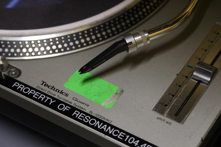 Resonance FM turntable