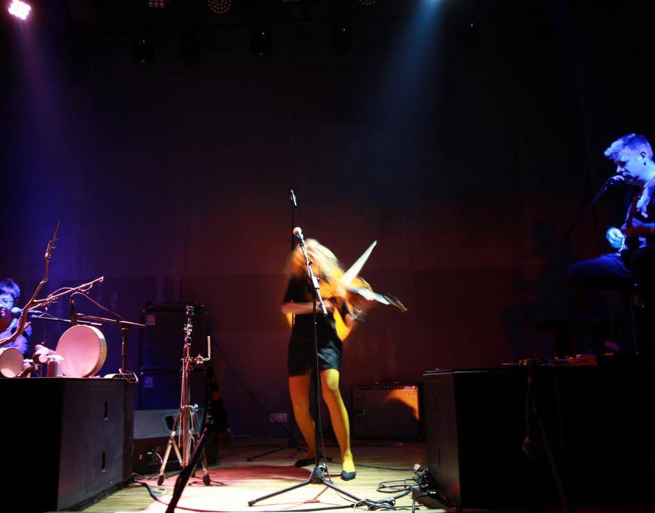 Live at Loopy, Hangzhou: (from left) Wang Jing, Charlotte Hug, )-(u||!c|